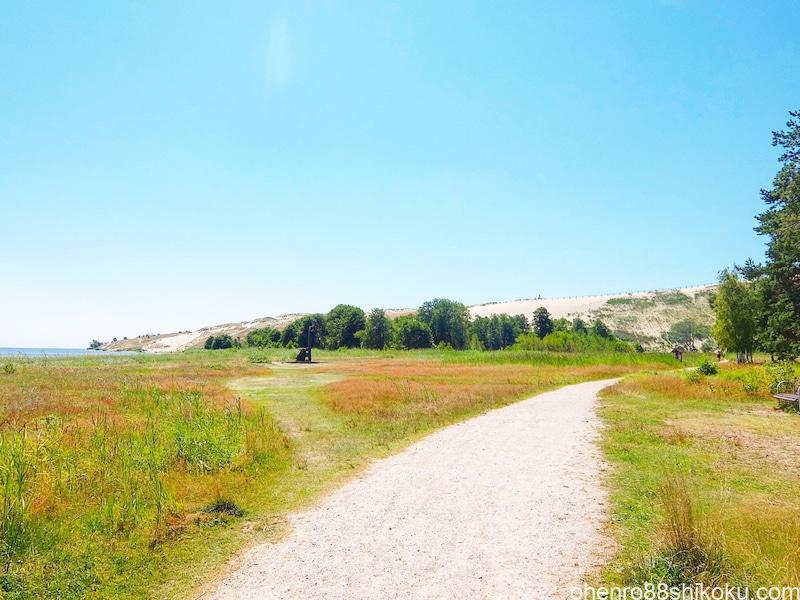ニダの砂丘への道