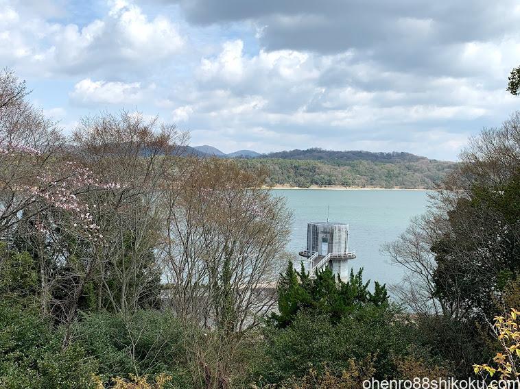 神野寺から見た満濃池