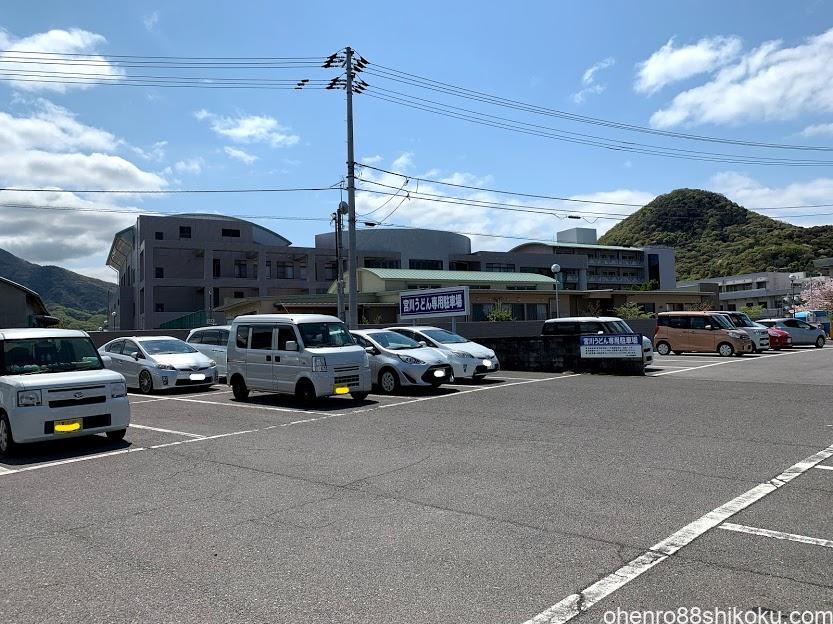 宮川製麺所の駐車場