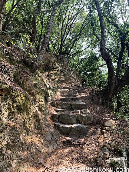 引田城への道