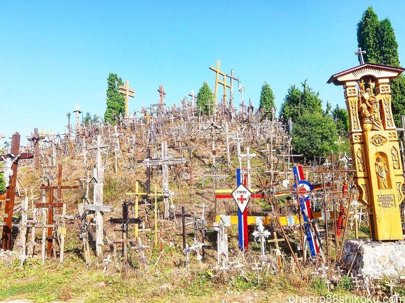 【十字架の丘】リトアニア・シャウレイ/十万本の十字架が立つ巡礼地