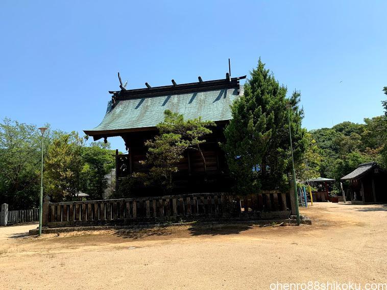 内海八幡神社本殿