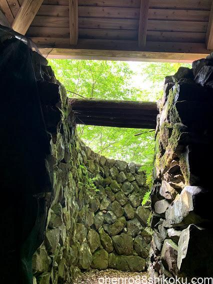 高鉢山風穴