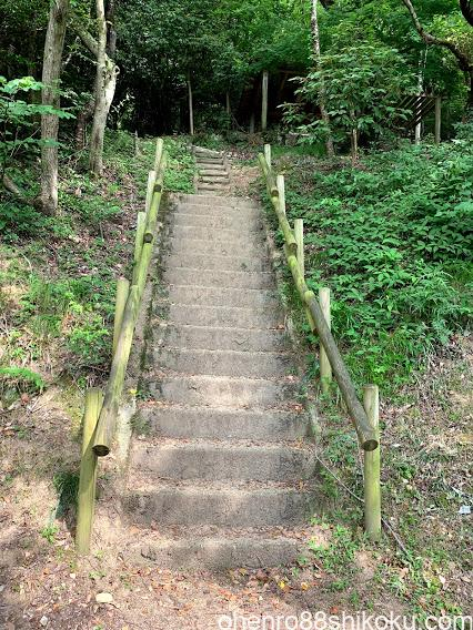 高鉢山 風穴入口階段