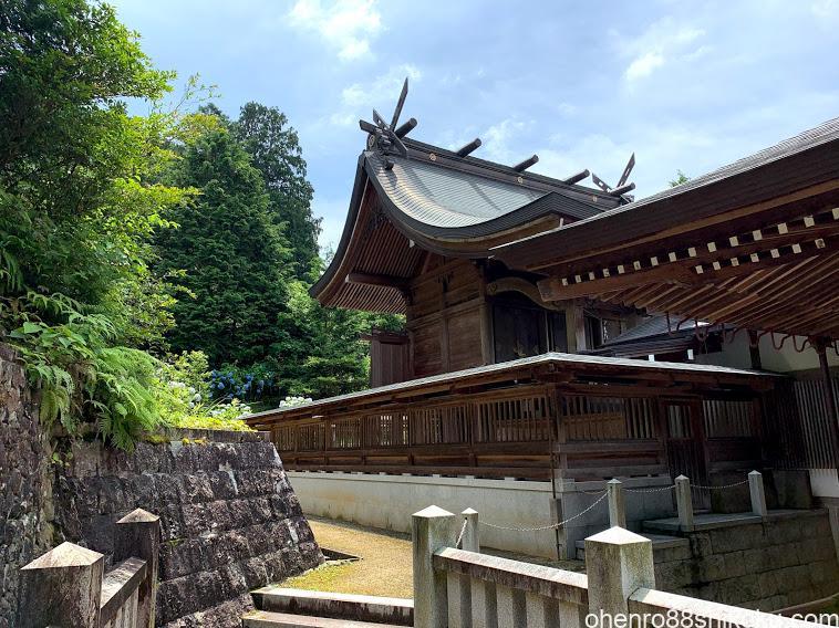 粟井神社 本殿
