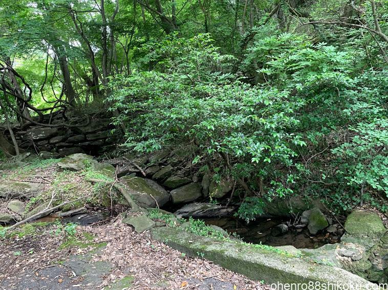 石塁と水口