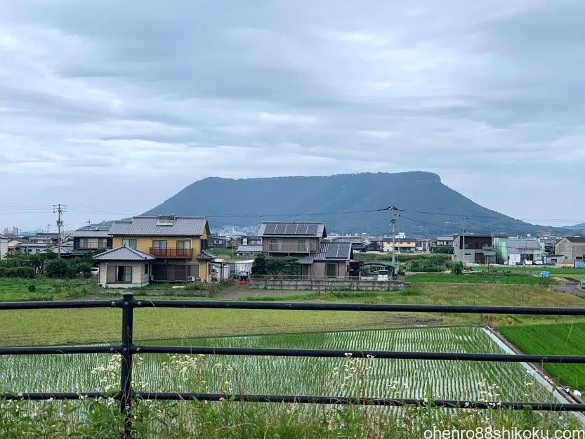 久米池から見た屋島