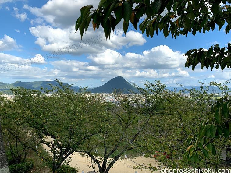 丸亀城から讃岐富士